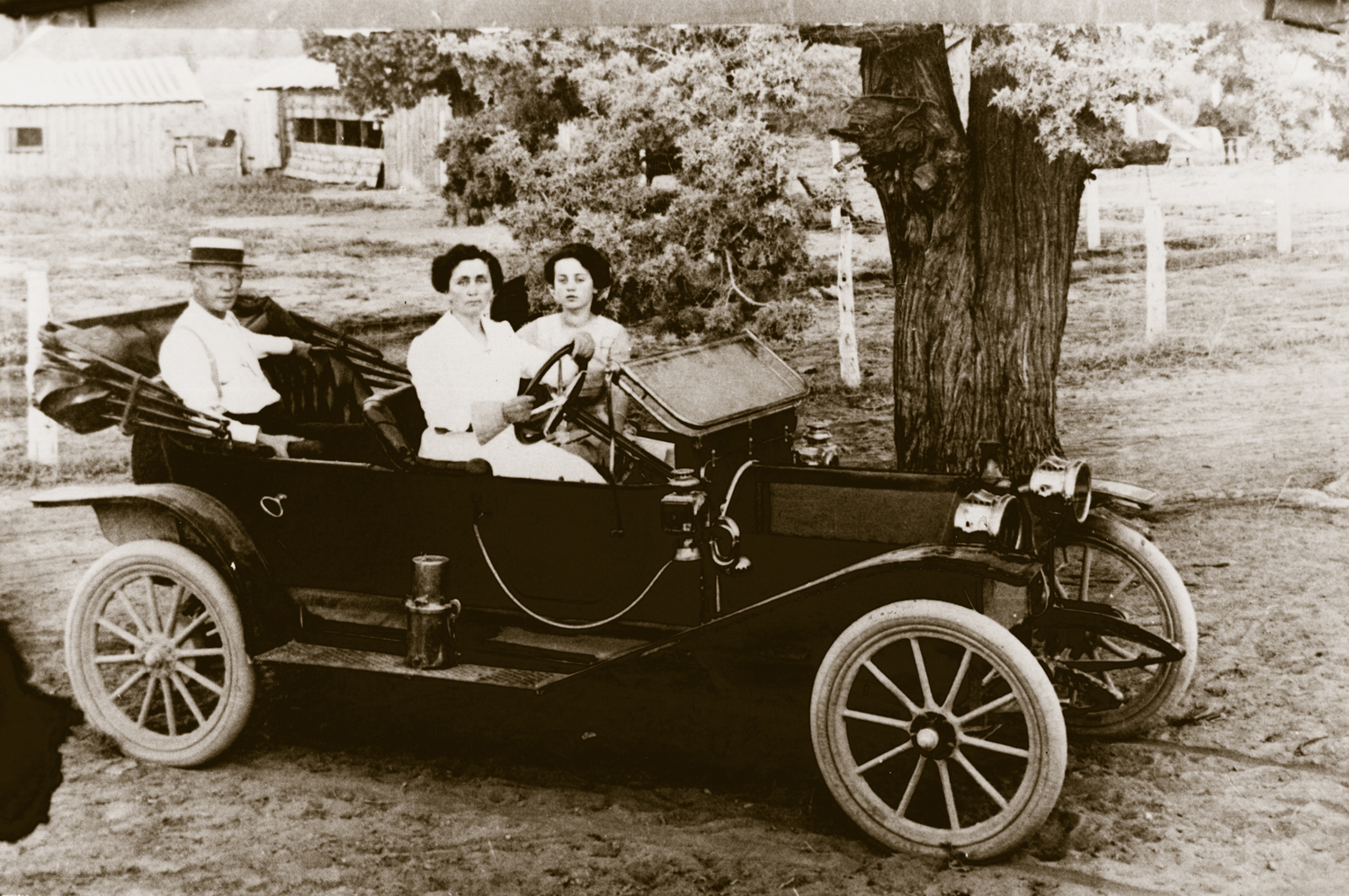 Redmond's founding family out for a drive.